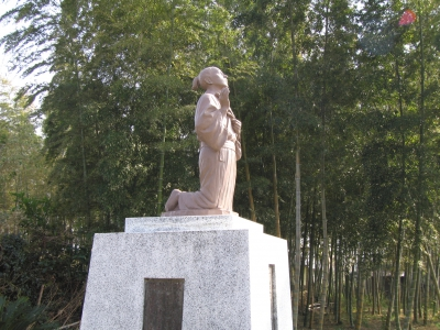 Dozuka Site is located in the west side of the National Route in Sakurababa.  The bodies of 131 martyrs were buried in two places.  